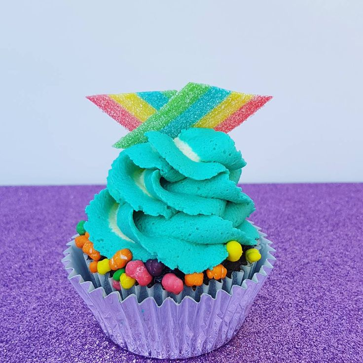 Candy Rainbow cupcake  candy, rainbow, nerds, aqua, turquose, buttercream, americolor, rope, lollies, candy, baked by julz, yum, cake, cake decorating, cake decorator