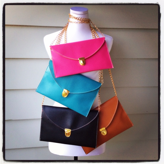 Versatile purse and clutch. We love this interchangeable bag www.vintagelove.co.nz