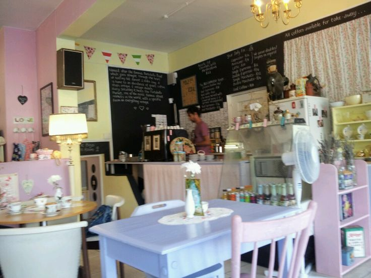 This friendly little vegetarian venue serves a vegetarian buffet with vegan choices of health sandwiches, salads and quiches - as well as wholesome breakfasts with tofu and soya sausage. The fresh juice bar makes divine soya milk smoothies and vegetable juices plus organic coffees/teas and herbal teas.