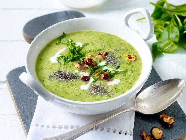 Unser beliebtes Rezept für Green-Lovers-Suppe mit Chia-Nuss-Topping und mehr als 55.000 weitere kostenlose Rezepte auf LECKER.de.