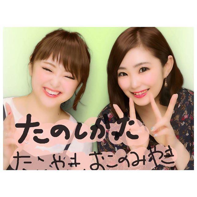 _ . . 1泊2日の女子旅最終日は大阪巡り💗😋 大阪城見て、通天閣行って、新世界行って アメリカ村🗽行って最終的には目的の阪急梅田百貨店へバーバリーの化粧品買うはずが閉店時間だったから眺めて終了でした(笑) 大阪城はやっぱり大きくて迫力あり、大阪城にたどり着くまでに、ステーキ串とドラゴンフルーツを食べると言う(笑)😋 大阪城に登ったもののヒールで8階まで登ると言う鬼畜さ(笑)☺モードの45階から降りる避難訓練を思い出した💭 大阪城を後に通天閣へ行き通天閣はなんかよく分からなく気づいたら新世界に入ってました(笑)食べたかった串揚げを大量に食べて幸せでした。にんにく、ねぎ、ししとう、玉ねぎ、エリンギと言う野菜づくしな串を食べると言う😰そして、昼間からお酒が進む進む。。明日こそ何かしら体調に変化来そう(笑) アメリカ村🗽🇺🇸でプリクラを撮り、梅田に戻ってまたしても食(笑) ほんとーにほんとーに3日間楽しかった! 3日間食べなかった日はない!し、飲み食いしすぎて東京帰ったら何も食べたくない!そして、今とにかく眠くて眠くて😪帰ったら寝て仕事へ。。つらい現実…