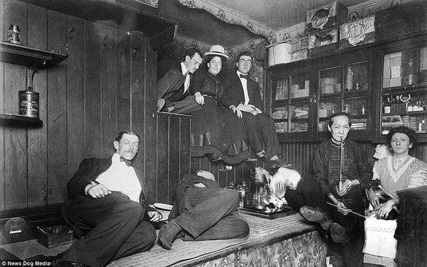 Сладкий дурман: фотографии опиумных притонов в США XX века.
