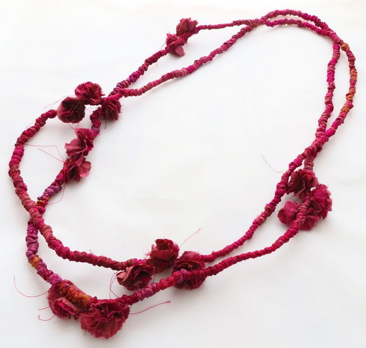 Maala  – Francesca Cecchini (2014), necklace // Materials: repurposed sari silk, silk thread.