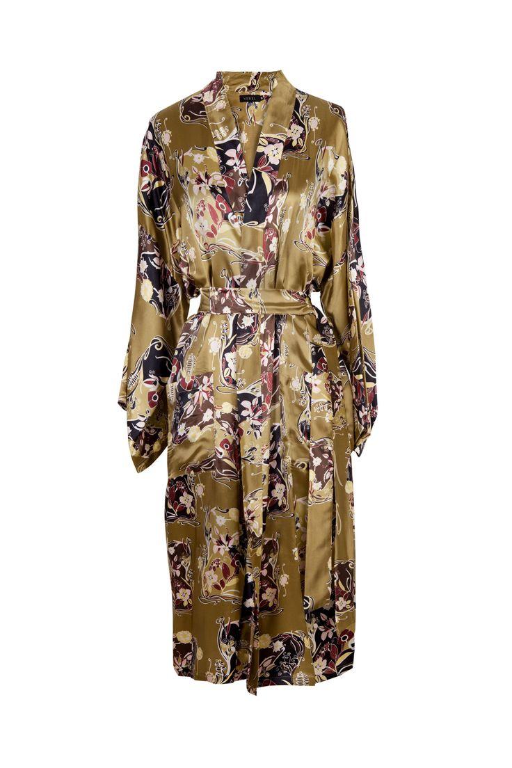 """Kimono de satén fondo mostaza VEREL SS 17/18 Pre-Collections """"KIMONO CIRCA XXI"""" https://www.verel.com.ar"""