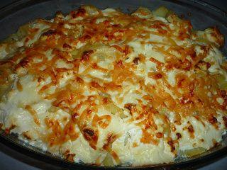 Cartofi cu feta, usturoi, smantana si parmezan la cuptor