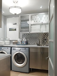 Who wouldn't love this gorgeous laundry space, it has me lusting after it! Not sure what I like more the see through cupboards or the splashback!
