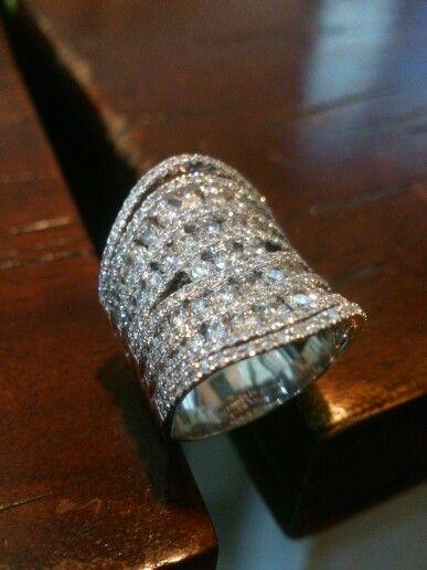 Ladies ring.diamonds full set.18k