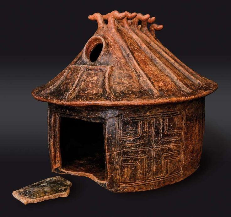 Urna a capanna in impasto con decorazione plastica e incisa seconda metà del IX - inizi dell'VIII sec. a.C. tipo villanoviana