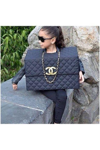 A Chanel bag costume!! Genius
