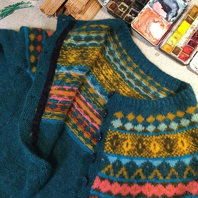 Tillfredsställelsen i att filta ihop en tröja med flit, för att kunna klippa bitar och använda till annat grejs..