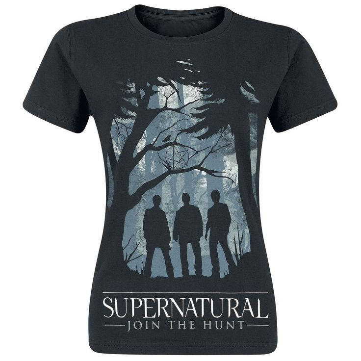 """Supernatural – Join The Hunt  - etupainatus - pyöreä pääntie - normaali mitoitus  Synkkä, mutta tunnelmallinen, printti ja sen alla oleva """"Supernatural – Join The Hunt"""" -slogan herättävät huomiota ja luovat rennon tyylin. Supernatural-T-paita ja sen muotoilu todella kääntävät katseet puoleensa - myös muiden, kuin tämän amerikkalaisen hitti TV-sarjan fanien. Paidan printissä esiintyy sarjan kolme sankaria metsässä."""
