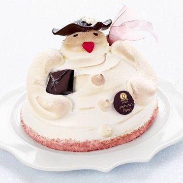Dalloyau - Madame des neiges - Sous sa jolie robe de meringue à l'italienne, Madame des Neiges cache une délicieuse crème montée à la vanille et aux fraises confites.