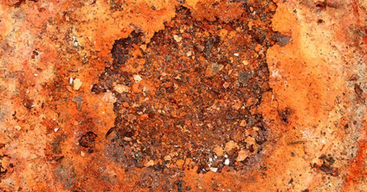 Como usar WD-40 para remover ferrugem. A ferrugem é o produto de uma reação química entre o ferro e o oxigênio. Quando uma molécula de oxigênio entra em contato com uma de ferro, forma-se o óxido de ferro, ou ferrugem, sendo mais que algo desagradável. Se não for tratada, ela pode arruinar qualquer objeto que afetar. Como o processo de corrosão continua, mais metal é exposto a ela, que ...