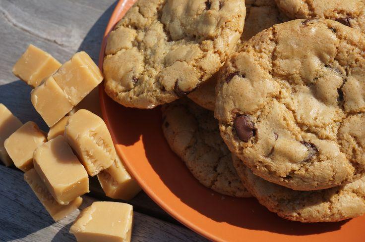 Soms hebben zelfs de lekkerste dingen wel wat vernieuwing nodig. Op BuzzFeed zag ik een filmpje voorbij komen van heerlijke chocolate chip cookies met karamel erin. Mijn reactie: 'dat kan ik ook, met mijn 'famous chocolate chip cookies!' en zo zijn de chocolate chip karamel koekjes geboren. Heel simpel: Je neemt het recept voor mijn...Read More