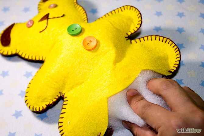 DIY: Make an Easy Felt Teddy Bear. Great party activity.