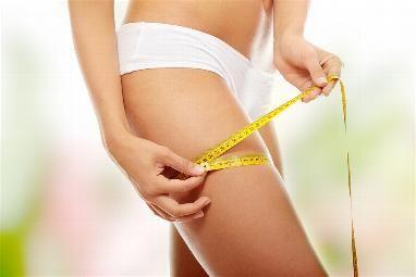 Dieta y Adelgazar. Adelgazar de una forma sana es nuestra mayor prioridad, por lo que se ha de tener en cuenta que al iniciar una dieta para adelgazar, puede suceder que se reduzcan la cantidad de nutrientes ingeridos, es por ello que es imprescindible una mayor ingesta de vitaminas en forma de suplementos alimenticios.