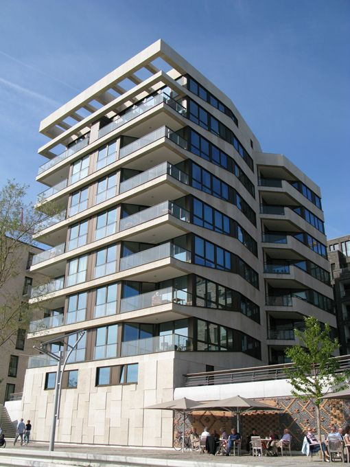 Am Kaiserkai 47-57 / Hamburg / Germany Architect: Spine architects   APB Architekten   KBNK Architekten http://www.architravel.com/architravel/building/am-kaiserkai-47-57/