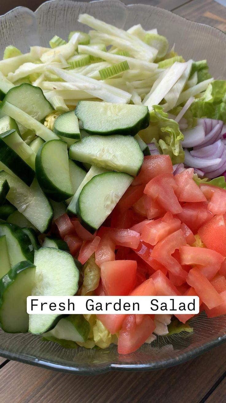 Healthy Salad Recipes, Vegetarian Recipes, Cooking Recipes, Summer Salads, Summer Food, Balsamic Vinegar, Summer Recipes, Lettuce, Cucumber