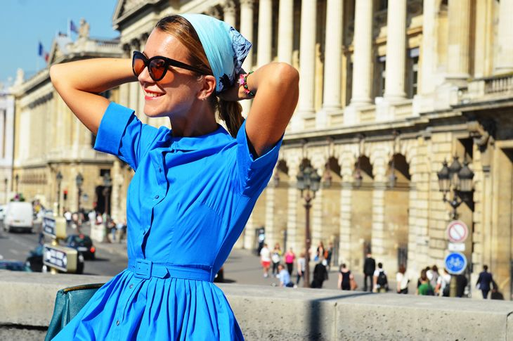 Love this.: Head Scarfs, Romans Holidays, Dresses, Summer Sky, Color Wheels, Blue Shirts, Retro Style, Silk Scarves, Vintage Style