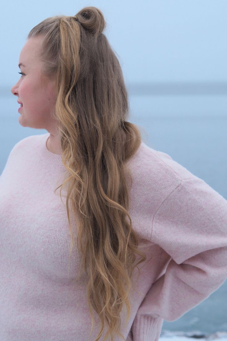 Pitsiniekka | Light Pink H&M Knit with Half Up Curly Hair