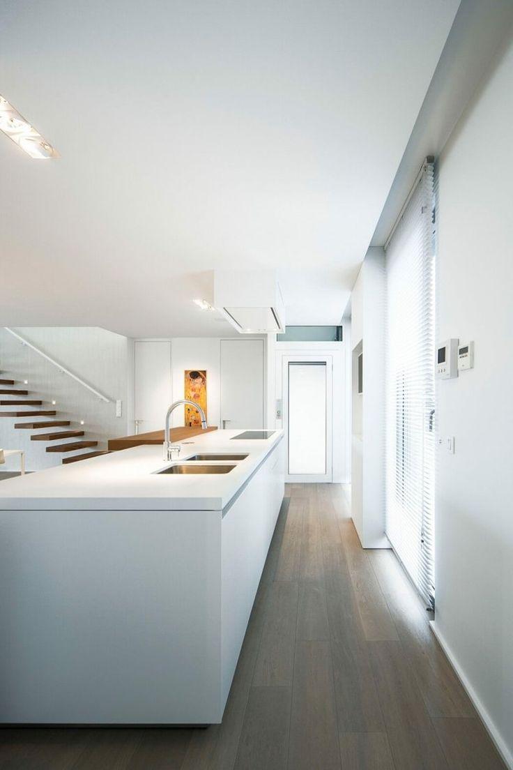 Küchenschränke mit hohen decken weiße apartment möbel für eine minimalistische einrichtung  möbel