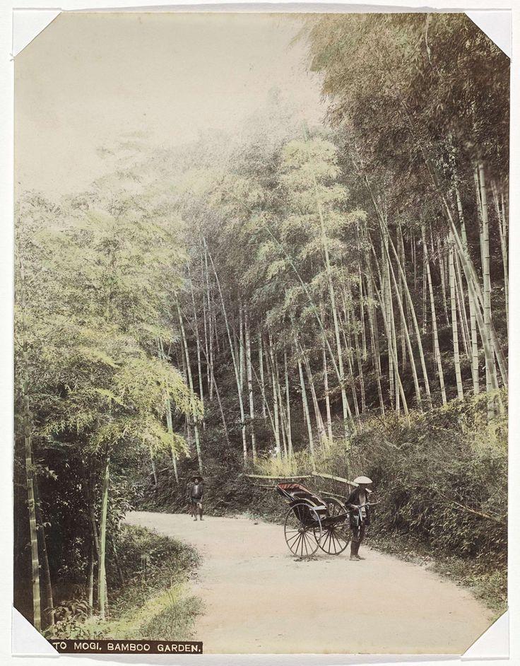 Anonymous | Riksja en bamboetuin aan de weg naar Mogi, Anonymous, 1890 - 1894 | Onderdeel van Album met 69 foto's van een reis door Japan.