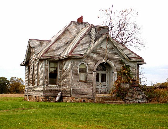 Adorable abandoned school house in Indiana. Such personality. Love the cupola that must have sat on top at one time. Very sad.