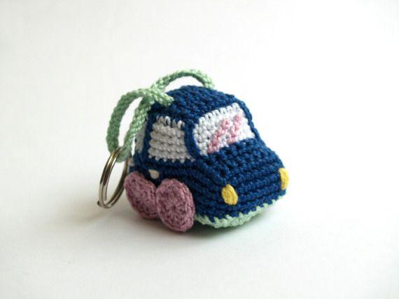 Llavero coche azul oscuro / Crochet blue car by SILAYAYA - Artesanio: Amigurimi