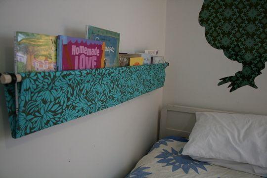 Fabric Hanging Book Shelf Tutorial: Book Displays, Ideas, Bookshelves, Hanging Books, Books Display, Books Shelves, Books Sling, Fabrics Books, Kids Rooms