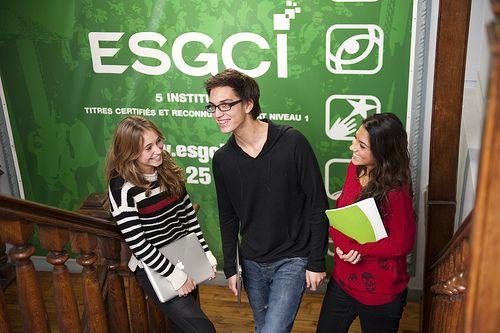 L'ESGCI propose aux étudiants un programme sur 3 années qui correspond aux attentes des professionnels du tourisme et de l'hôtellerie et gratifiée d'un double diplôme : La formation Tourisme et Hôtellerie  http://www.capcampus.com/ecoles-de-commerce-456/la-formation-hotellerie-et-tourisme-a-l-esgci-a27838.htm  Cette formation hôtellerie de l'ESGCI permet ainsi d'acquérir une maîtrise managériale dans un secteur en grand besoin de professionnalisation et de compétences de gestion.