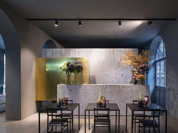 Potafiori is the lovely combination of a florist, a restaurant and a cocktailbar led by jazz artist and florist Rosalba Piccini. Via Salasco 17. #supermodular #milandesignweek