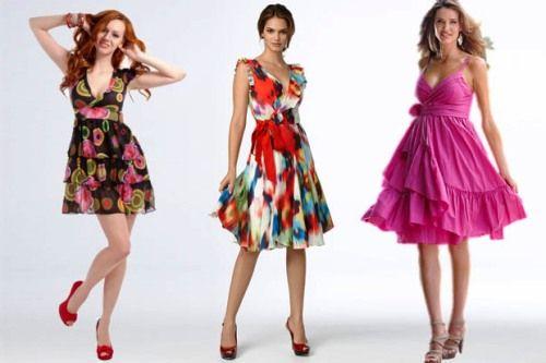 Девушки в платьях с завышенной талией