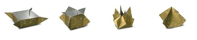 K'Do Ding Amsterdams Goud  K'Do Ding van COEN! kan gebruikt worden als vaas, schaal, bak of doos. Vouw deze vormen, zet ze vast met de drukknopen en ontdek de vele gebruiksmogelijkheden voor jouw K'Do Ding. Je kunt kiezen uit vier oerhollandse patronen: Delfts Blauw, Amsterdams Goud, Zeeuws Kant en Brabants Bont.     Materiaal: waterdicht karton  Formaat schaal  10 x 40 x 40 cm, bak en doos en vaas ca 25 x 25 x 25 cm.     K'do ding wordt plano (plat aangeleverd met zilveren wikkel en…