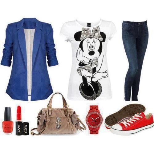 Me encanta como qedan los jeans con el blazer azul y la remera de minnie me encanta :3