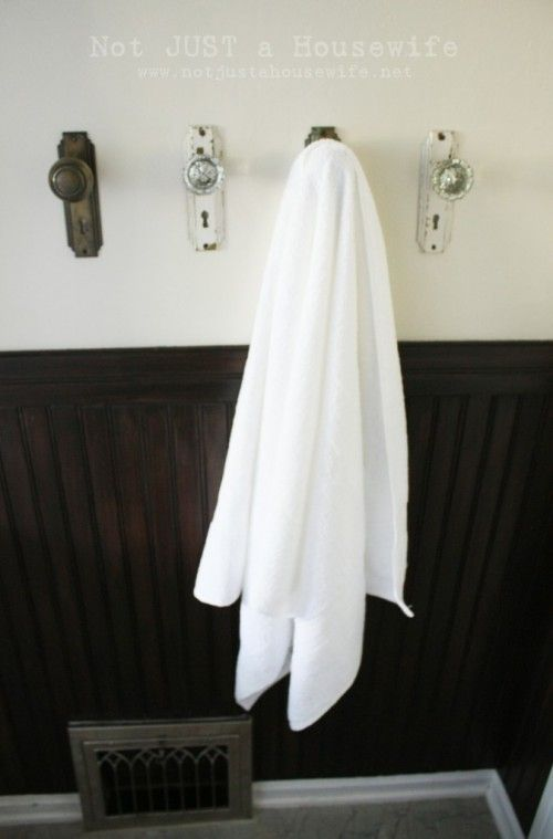 Use Old Door S As Towel Hooks Believe It Or Not All The