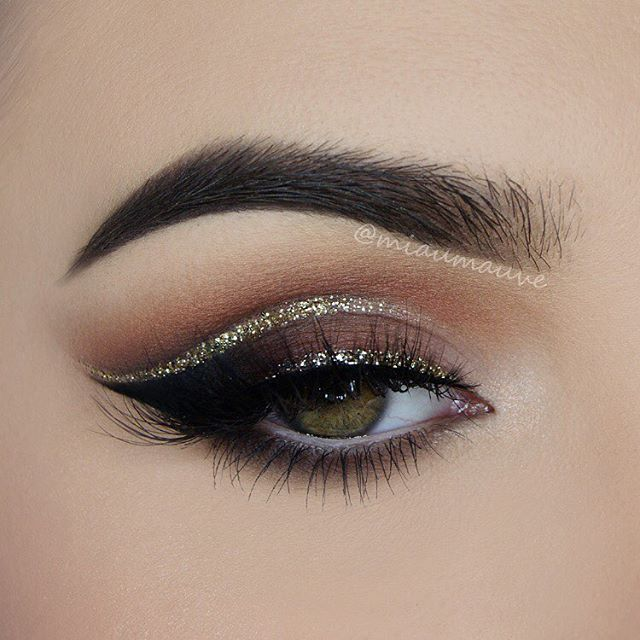 Glitter cut crease inspired by @dressyourface ✨ Products used: @anastasiabeverlyhills Single Eyeshadow (Birkin, Fudge, Blazing, Burnt Orange, Noir, Blanc), @urbandecaycosmetics Heavy Metal Glitter Eyeliner in Midnight Cowboy, @certifeye Lashes in style Titan, @lorealmakeup VML So Couture Mascara on bottom lashes, @benefitcosmetics High Brow Pencil on the waterlineBrows: @anastasiabeverlyhills Dipbrow in…