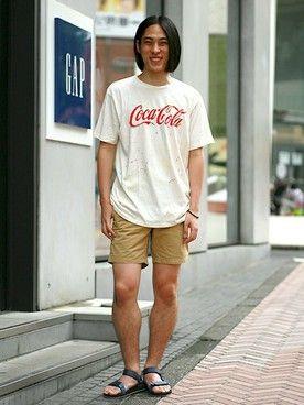 GapJapan│GAPのTシャツ・カットソーコーディネート 【渋谷店スタッフ注目コーデ】 コカ・コーラのグラフィックがアメリカンなTシャツを主役に、シンプルなべージュのショーパンでストリートコーデ。大人トレンドのTEVAサンダルで今年風に仕上げました。 Tシャツ (Color:ホワイト/¥3,900/ID:421404/着用サイズ:L) ショートパンツ (Color:ベージュ/¥5,900/ID:421224/着用サイズ:30) Tevaサンダル (Color:ネイビー/¥5,800/ID:513090/着用サイズ:9) その他:参考商品 スタッフ身長:179cm ■渋谷店 http://loco.yahoo.co.jp/place/g-aJEmiYxOWbA/ ■オンラインストアはこちら http://www.gap.co.jp/browse/division.do?cid=5063 ■GapストアスタッフコーデをWEARで見る http://wear.jp/gapjapan/