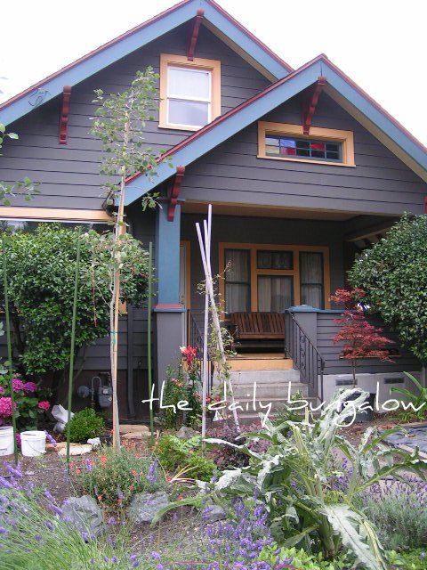 149 best bungalow exteriors images on pinterest exterior for Bungalow paint schemes