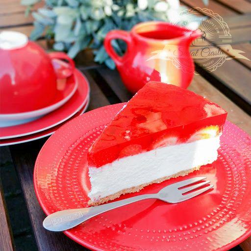 Sernik na zimno z białą czekoladą i truskawkami   Świat Ciasta