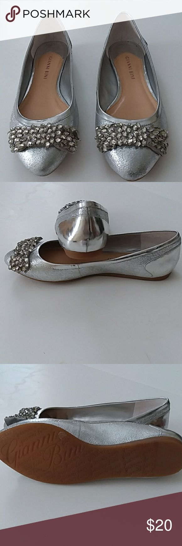 BE ON Gianni Bini silver bow flats Brand new silver flats with jewel bow embellishment.  Perfect for the holidays! Gianni Bini Shoes Flats & Loafers