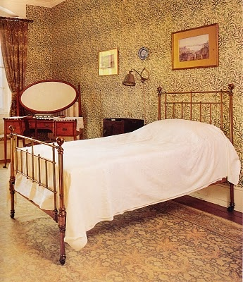 """""""Willow"""" Bedroom at Standen House with William Morris 'Willow Bough' wallpaper & Morris & Co. """"Hammersmith"""" (carpet). Standen House, East Grinstead, England, c.1892, Architect: Philip Webb, Interior Design: William Morris. #William_Morris #Philip_Webb #wallpaper #Hammersmith"""