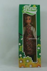 Fleur-dutch-Sindy-doll-in-flower-dress-with-brunette-hair-NRFB-RARE