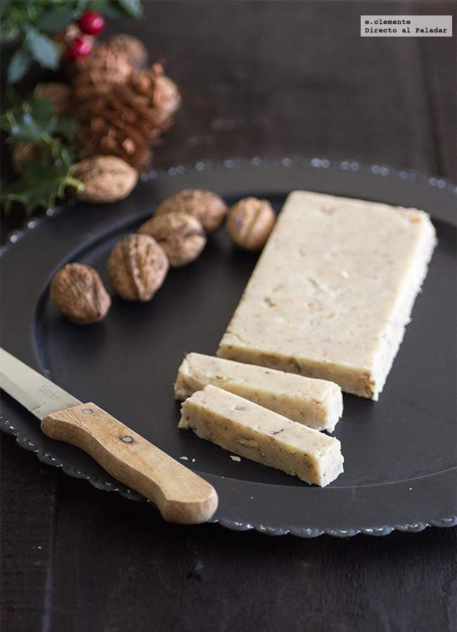 Turrón casero de nata y nueces. #RecetasDeNavidad   http://www.directoalpaladar.com/postres/turron-casero-de-nata-y-nueces-receta