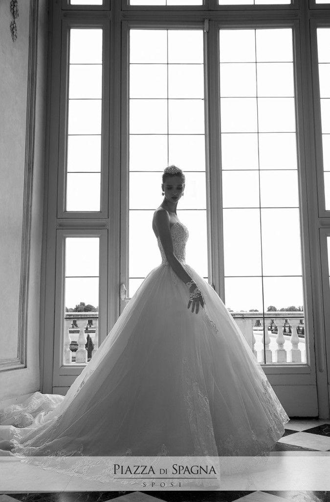Alessandra Rinaudo crea splendidi modelli, in grado di far sognare le donne a occhi aperti. Guarda tutti i suoi abiti da #sposa su http://www.piazzadispagnasposi.it/collezioni/sposa/alessandra-rinaudo/