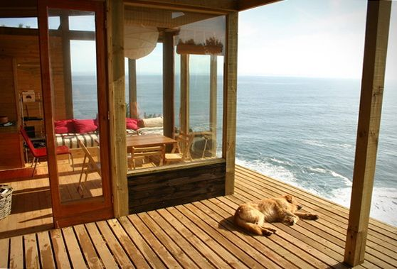 Cozy Room on the Ocean ~ Great for Storm Watching    ~ Apartments | HomeKlondike.com - Home Interior Design, Architecture and Decorating Ideas - Part 3