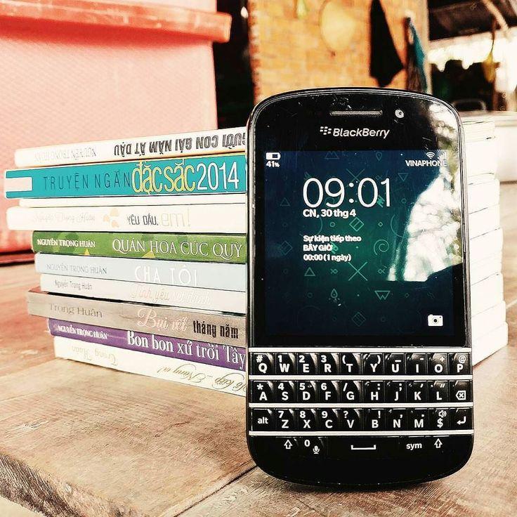 """#inst10 #ReGram @confidenceswe: BlackBerry Q10 #blackberryq10 from @smeb.94 No vân bên bi vơi tôi it nhât đên luc nay... Hi ha! #blackberry #bb #bbq10 #vsco #vscovietnam #smeb #q10 #instadaily #followforfollow ...... #BlackBerryClubs #BlackBerryPhotos #BBer ....... #OldBlackBerry #NewBlackBerry ....... #BlackBerryMobile #BBMobile #BBMobileUS #BBMibleCA ....... #RIM #QWERTY #Keyboard .......  70% Off More BlackBerry: """" http://ift.tt/2otBzeO """"  .......  #Hashtag """" #BlackBerryClubs """" ......."""