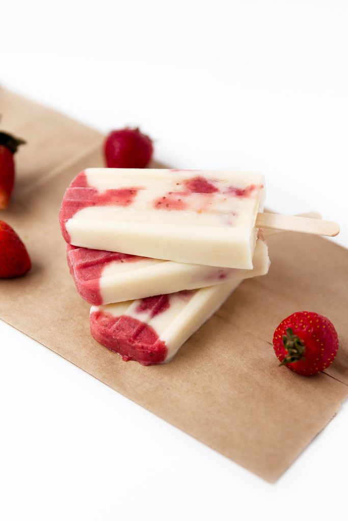 Skinny Strawberries and Cream Popsicles - Broma Bakery