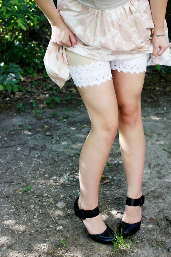 Mallory Makes Things: DIY: Lace hem shorts tutorial
