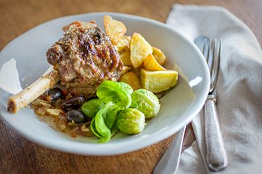 Slow-cooker lamb shanks with Mediterranean flavours – Recipes – Bite