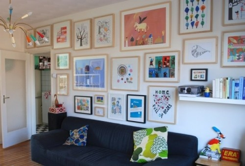 Love the idea of a bunch of different sized picture frames with a light or neutral paint color...of course making the art match your decor: Living Rooms, Playrooms Design, Plays Rooms, Galleries Wall, Art Display, Families Rooms, Child Art, Art Wall, Kids Artworks